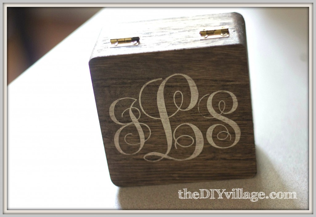 DIY Monogrammed Jewelry Box: theDIYvillage.com