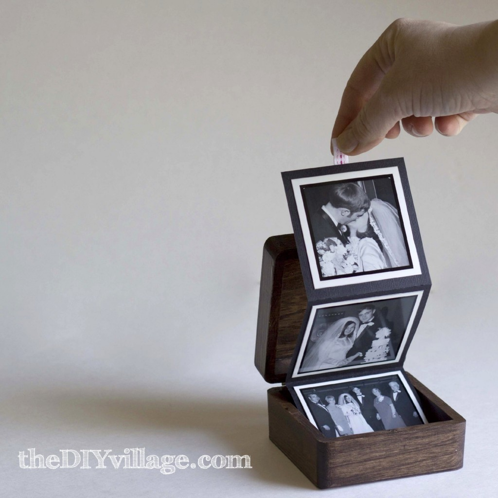 Pop Up Photo Box - Gift idea by: theDIYvillage.com