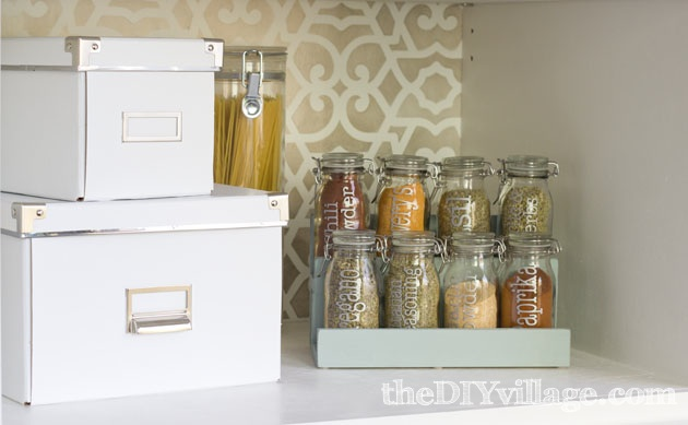 DIY Spice Rack by theDIYvillage.com