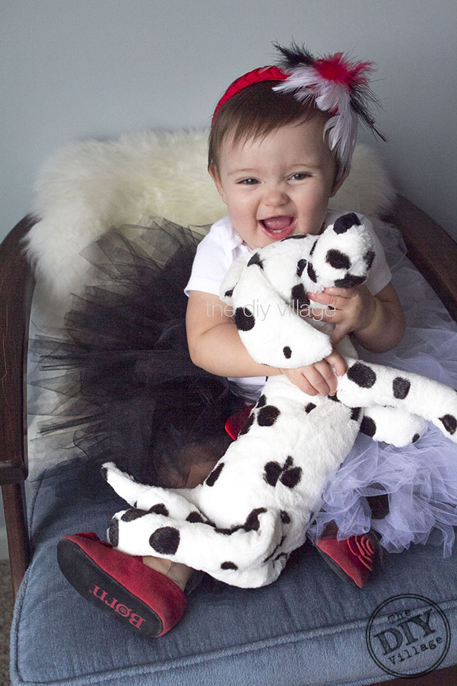 diy cruella de vil costume for a child the diy village. Black Bedroom Furniture Sets. Home Design Ideas