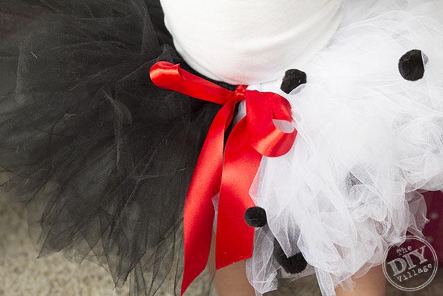 Diy cruella de vil costume for a child the diy village diy baby cruella de vil halloween costume idea for infant or toddler solutioingenieria Images