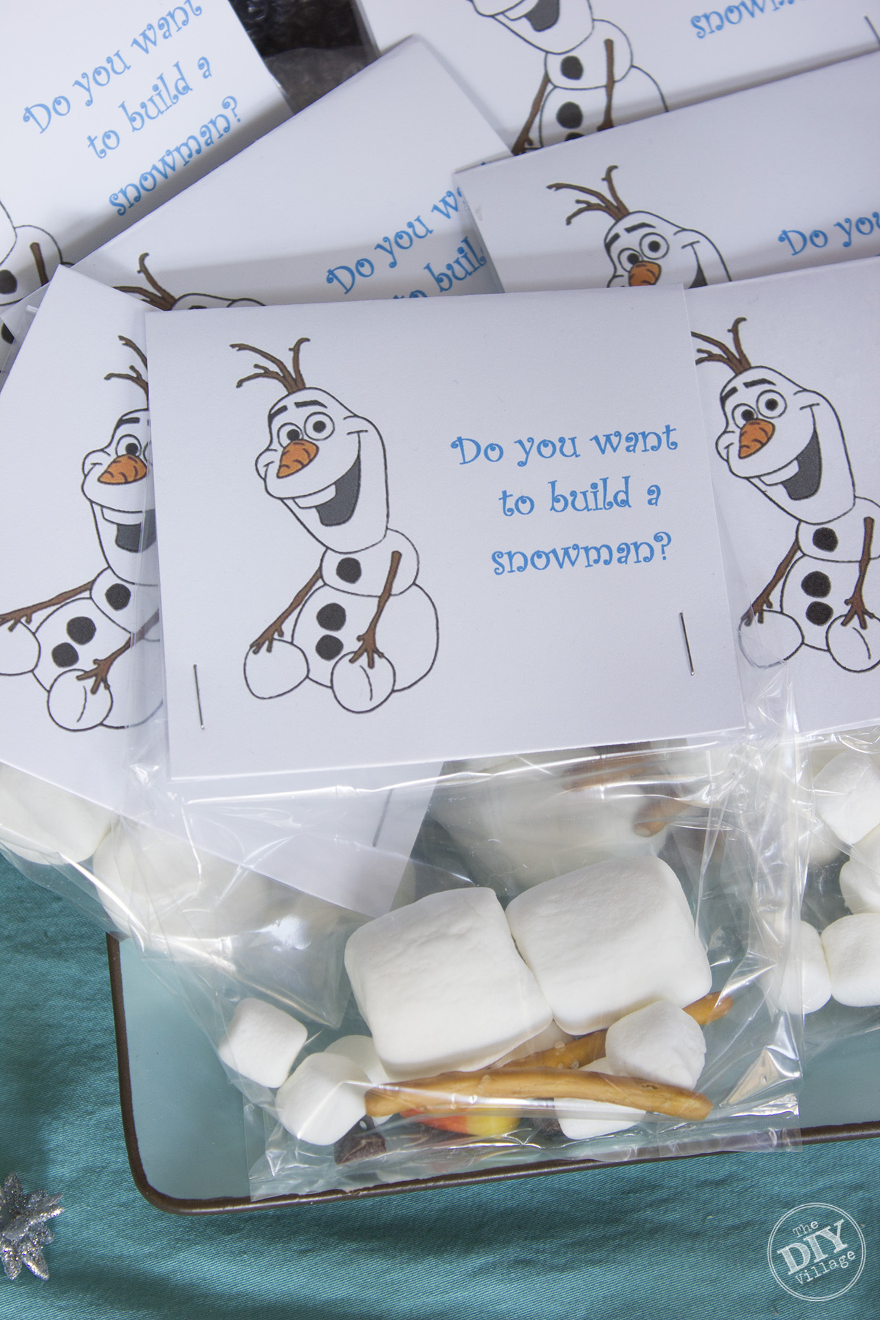 Elsa themed (Frozen) party ideas for the busy mom! So cute.