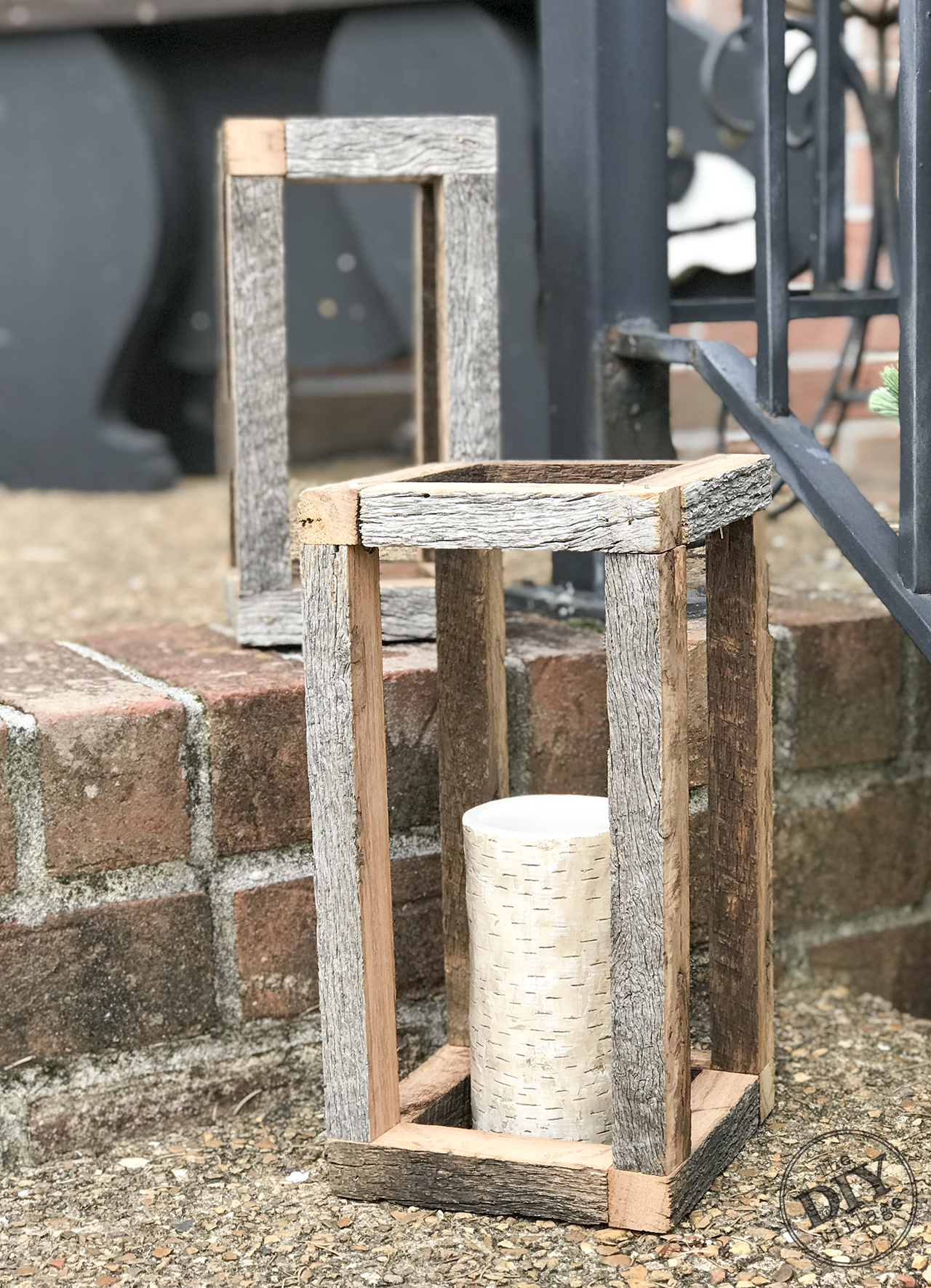 DIY Barnwood Lanterns - easy porch project - #porch #diy #porchdecor #lantern #barnwood #upcycle #frontdoor