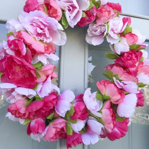 Easy pink peony wreath for under $15 #dollarstore #crafts #wreath #peony #DIY #spring #pink #frontdoors #howto