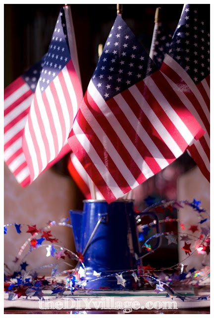 Patriotic centerpiece - creative patriotic ideas #patriotic #memorialday #fourthofjuly #starsandstripes #redwhiteblue