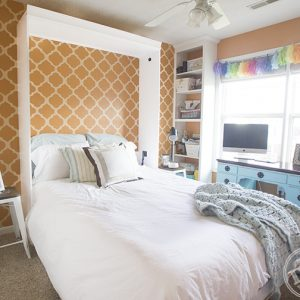 DIY Murphy bed lets one room serve double duty as a sleeping space for guests and a craft room for the other 360 days of the year. #woodworking #diy #murphybed #bedrooms #homedecor #organization