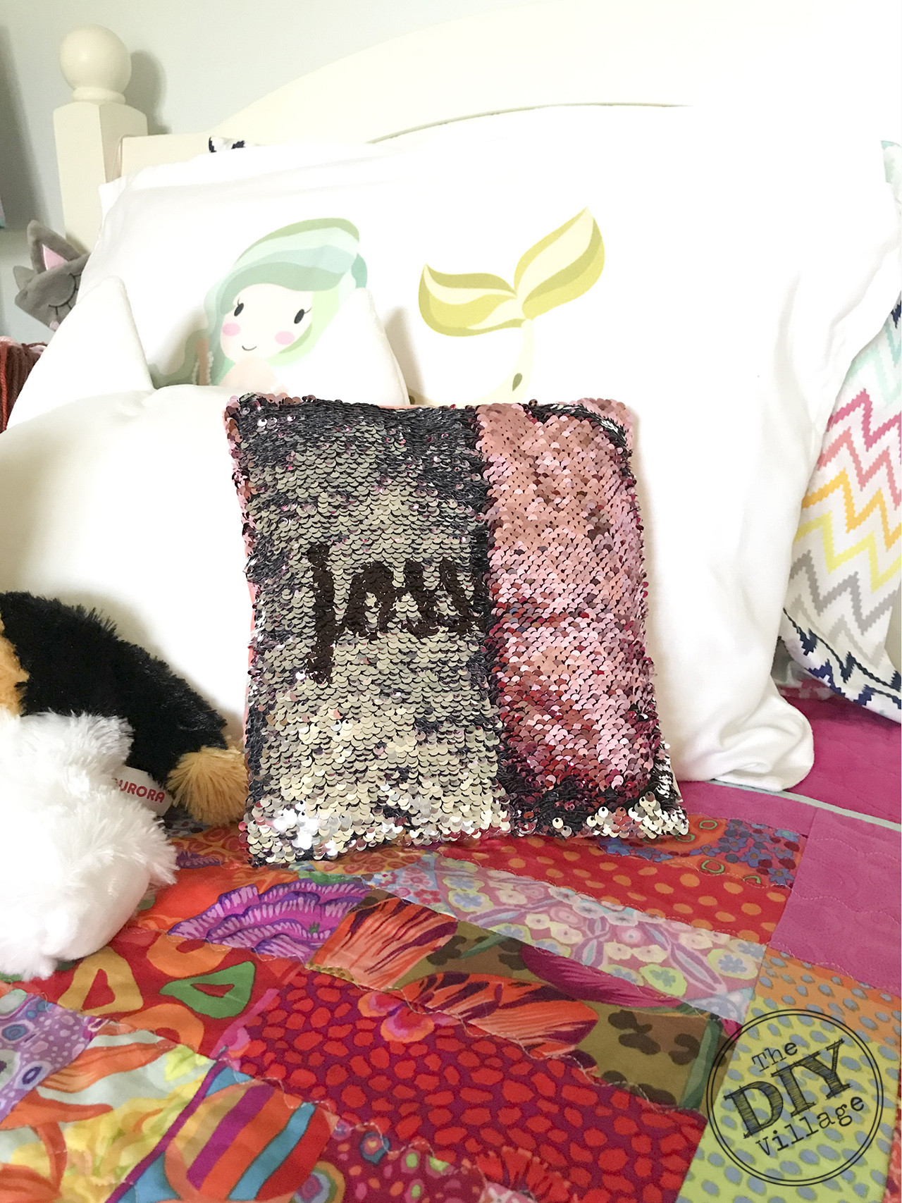 Easy Dollar Store Project - DIY Hidden Message sequin Pillow. They can be personalized with names, messages, anything! Such a fun idea. #hiddenmessagepillow #diycraft #sequinpillow #personalizedgift #monogrmamedgift #bling #sparkle #dollarstorecraft #dollarstorechallenge #fastcraft