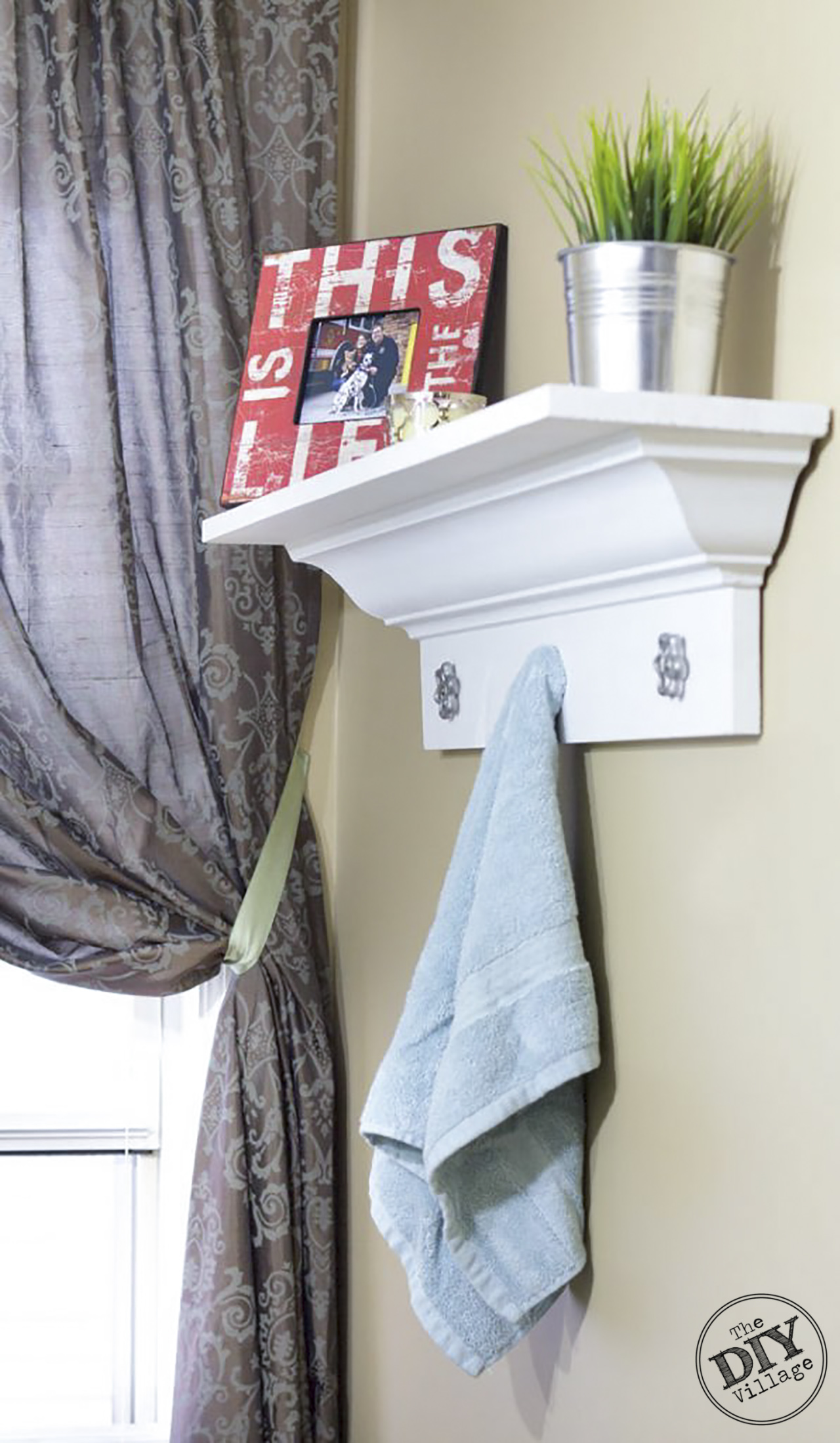 DIY Crown Molding Shelf Decorative-Crown-Molding-Shelf #diy #homedeocr #homeimprovement