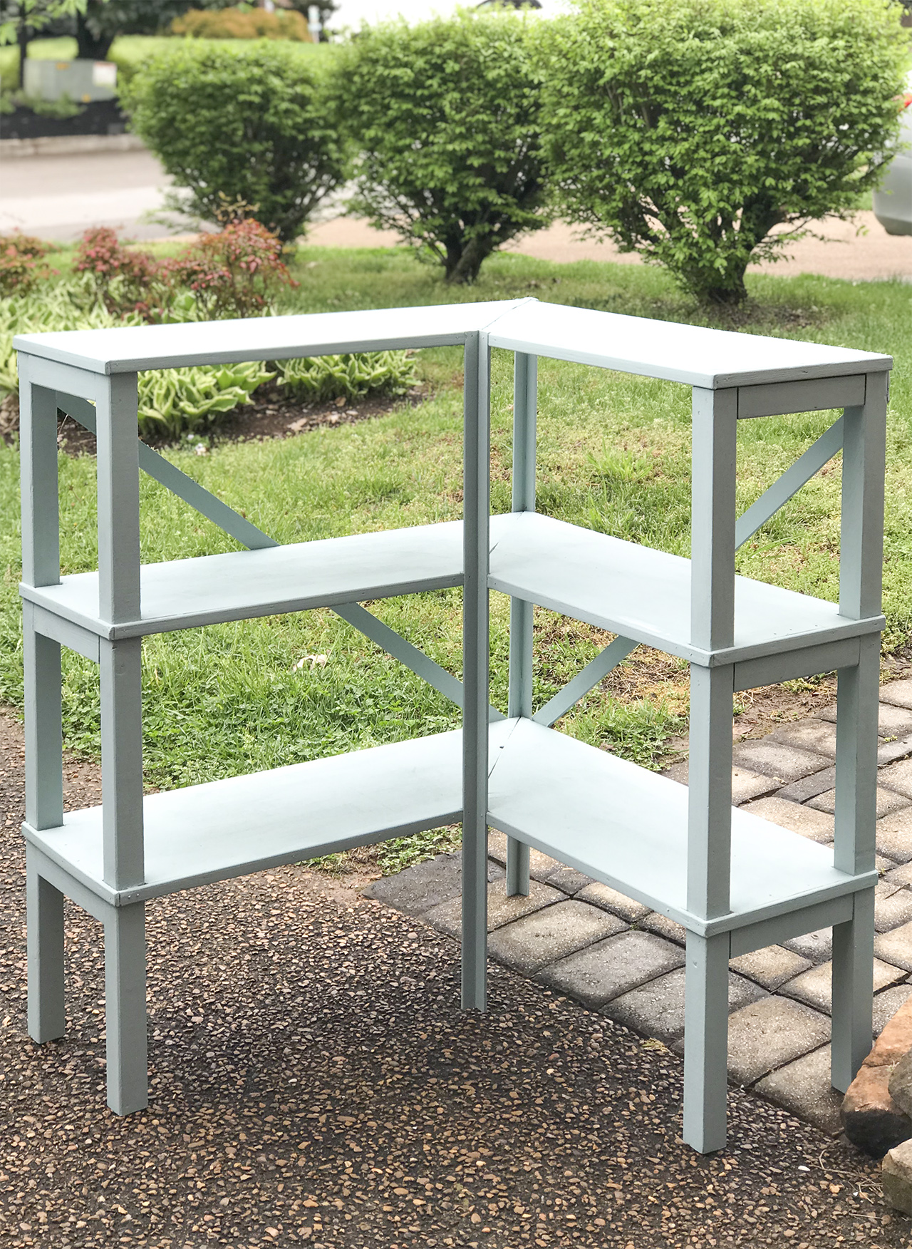 Simple thrift store shelf makeover. Super easy and quick project. #thriftstoremakeover #thriftstore #thriftystyleteam #upcycle #furnituremakeover